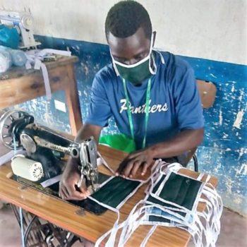 Azubis nähen Stoffmasken in Maziwa - Partnerschaft Dritte Welt Dornheim